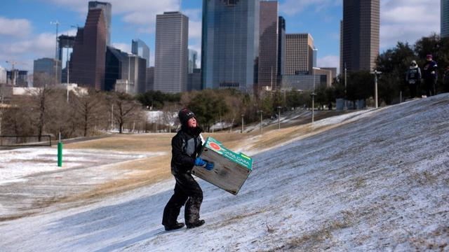 Listrik Padam Akibat Badai Melanda Texas